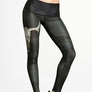 Teeki yoga hot pants legging in DEER MEDICINE sz M